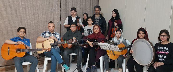 ملیکا احمدی فرد هنرجوی سنتور